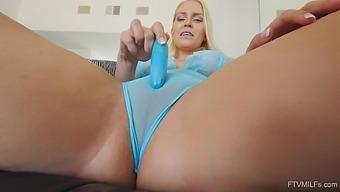 Close Up Video Of Slutty Wife Vanessa Pleasuring Her Pussy