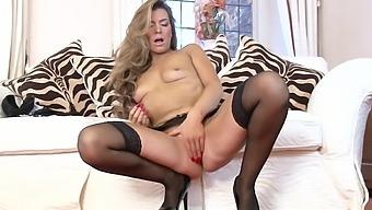 Small Boobs Mature Vanessa Jordan Enjoys Pleasuring Her Cravings