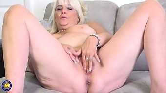 Curvy Big Breasted Mature Mom Christina Wants To Fuck