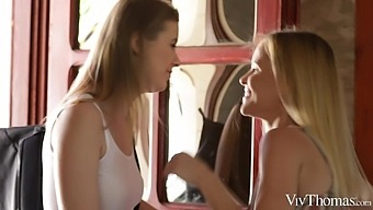 Three'S Company - Jo & Sarah Kay & Tina Tiny - Vivthomas