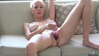 Amateur Video Of Dirty Granny Madison Mayhem Pleasuring Her Cunt