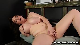 The Starboobs Barista - Kate Marie - Scoreland