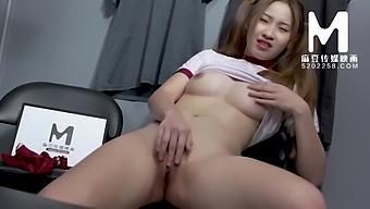 0156 迷恋汗味的女体育经纪人 000/免费观看