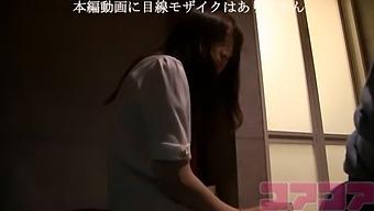 20-Year-Old Chinese Half-Beautiful Gal Who Made A Mess At Shinjuku Encounter Cafe