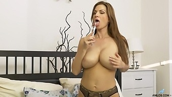 Solo Video Of Foxy Cougar Wife Carol Gold Having Some Naughty Fun
