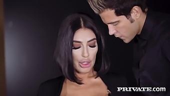 Ava Koxxx, Alberto Blanco - Public Sex At A Local Club