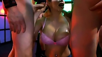Chessie Kay With Huge Boobs Loves Suck And Cums