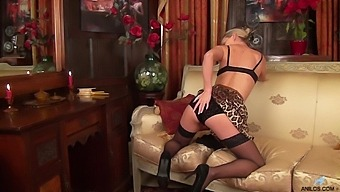 Attractive Mature Wife Skye Taylor Drops Her Clothes For Fun