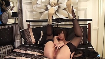 Amateur Chick Kate Anne Enjoys Fingering Her Hairy Fuck Hole