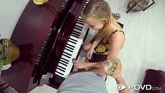 Instead Of Playing The Electric Piano Bailey Brooke Prefers To Give Head