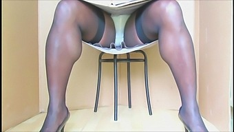 Bluegirl70 Seated Upskirt Show.Vo