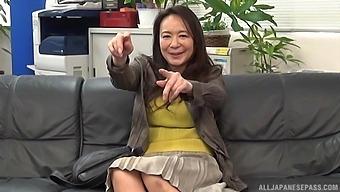 Amateur Fucking On The Leather Sofa With Japanese Milf Yuri Nihongi