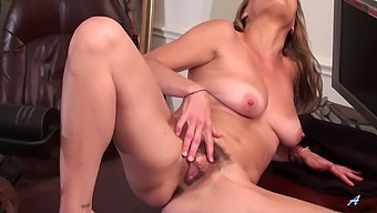 Hairy Pussy Amateur Amanda Hills Knows How To Pleasure Her Cravings