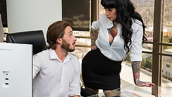 Jessie Lee Gets Fucked In Her Office By The It Guy