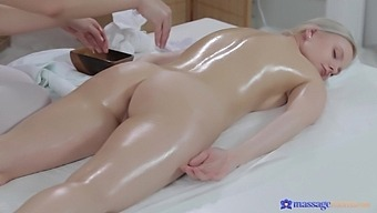 Massage Expert Layla Wagner Pleasures Wet Puss Of Her Client