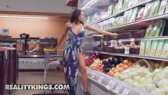 Milf Hunter - (Luna Star, Ricky Spanish) - Grocery Store Milf - Reality Kings