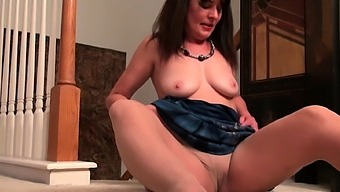 Bubbly Mature Natasha Pleases Her Holes With Fingers