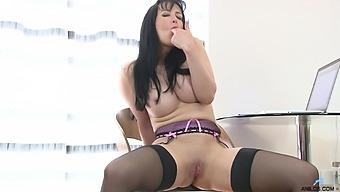 Foxy Mature Tanya Cox Loves Fingering Her Orgasmic Fuck Hole