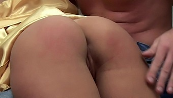 Naked Hottie Rachel Evans Gets Spanked And Gives An Amazing Bj