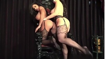 Carmen Ortega And Toochi Kash Nude Lapdance Lesbians On Show Pussys