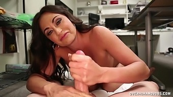 Mature With Flaming Nude Curves, Special Handjob At The Office
