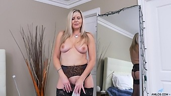 Solo Mature Velvet Sky Drops Her Black Dress To Have Some Fun