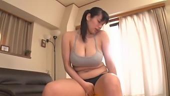 Chubby Japanese Girl Haruna Hana Enjoys Pleasuring Her Wet Pussy