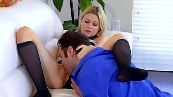 Small Boobs Girlfriend Kennedy Kressler Gives Head And Gets Fucked
