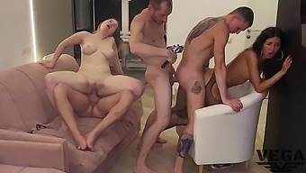 Photo Session That Turned Into A Bisexual Orgy (4)