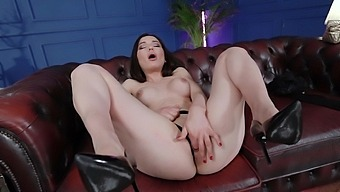 Horny Solo Cougar Nataly Gold Drills Her Pussy And Ass Hole With Toys