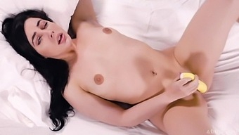 Lonely Babe Whitney Wright Is Fucking Herself With A Banana