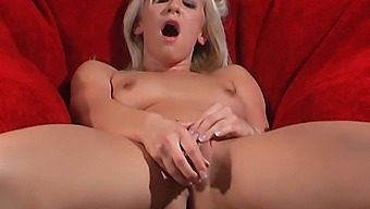 Hot Karlie Simon Stretches Her Tight Pussy With A Thick Dildo