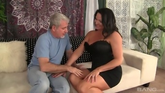 Kinky Chubby Cougar Laylani Woodworking Wanna Be Fucked Thoroughly Today