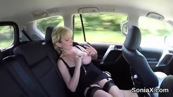 Adulterous The United Kingdom Senior Lady Sonia Unveil Her Huge Tits52uf