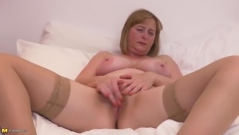 Bigtit Age Mothers With Unshaved Pussy