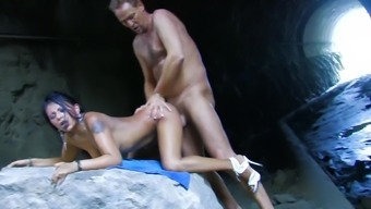 Sexy Latina Gets Love-Making In Cave
