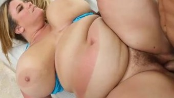 Major Loot Mom Gets Sunburned And Fucked In Miami