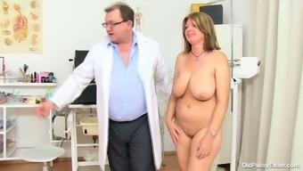 Big Beautiful Woman Mothers Bohunka With The Use Of Big Naturally-Occuring Exciting Holders Gets Her Pussy Have To Deal With Lengthened By Distorted Doc