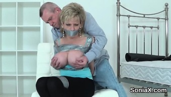 Cheating English Mature Lady Sonia Screens Her Massive Kn