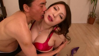 Far Eastern Spiteful Lady Contributes Around Using This Penis Before Instilling It In Her Own Cunt
