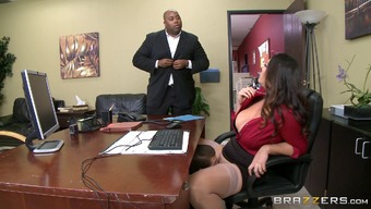 Round Milf In Pantyhose Gets Licked And Fucked On The Job