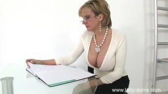Wet Snatch Associated With A Concerned Milf Sonia