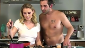 Ejaculate Kitchen: Attractive Teenager Blond Aubrey Sinclair Get Fucked While You Are Cooking Food