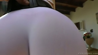 Curvy Dirty-Minded Auburn Milf In This Type Of Fitness Jeans Flaunts Her Bubble Booty