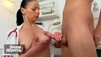 Jerking Off Utilizing A Heated Cougar Medical Professional Danielle