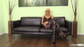 Attractive Milf Gets Perverted Independently Within