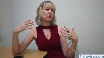An Xmas Online Video Media Along With Mature Cougar Jamie Create