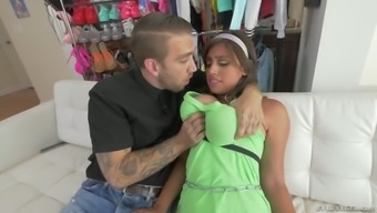 Dishonest Gf Ella Knox Gives Her Useless Man To Become Fucked Very Difficult Enough By Hunk