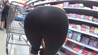 Petit Cuban Mami In Find Out Through Spandex