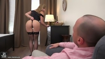 Sex-Hungry Bitch Connie Sparta Requires A Lift With Her Stretched Butt Hole